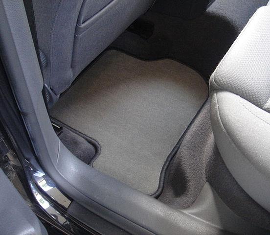 Kada je pravo vrijeme, da se promijene tekstilni tepisi u autu?