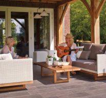 Vrtni stolovi i stolice daju poseban šarm
